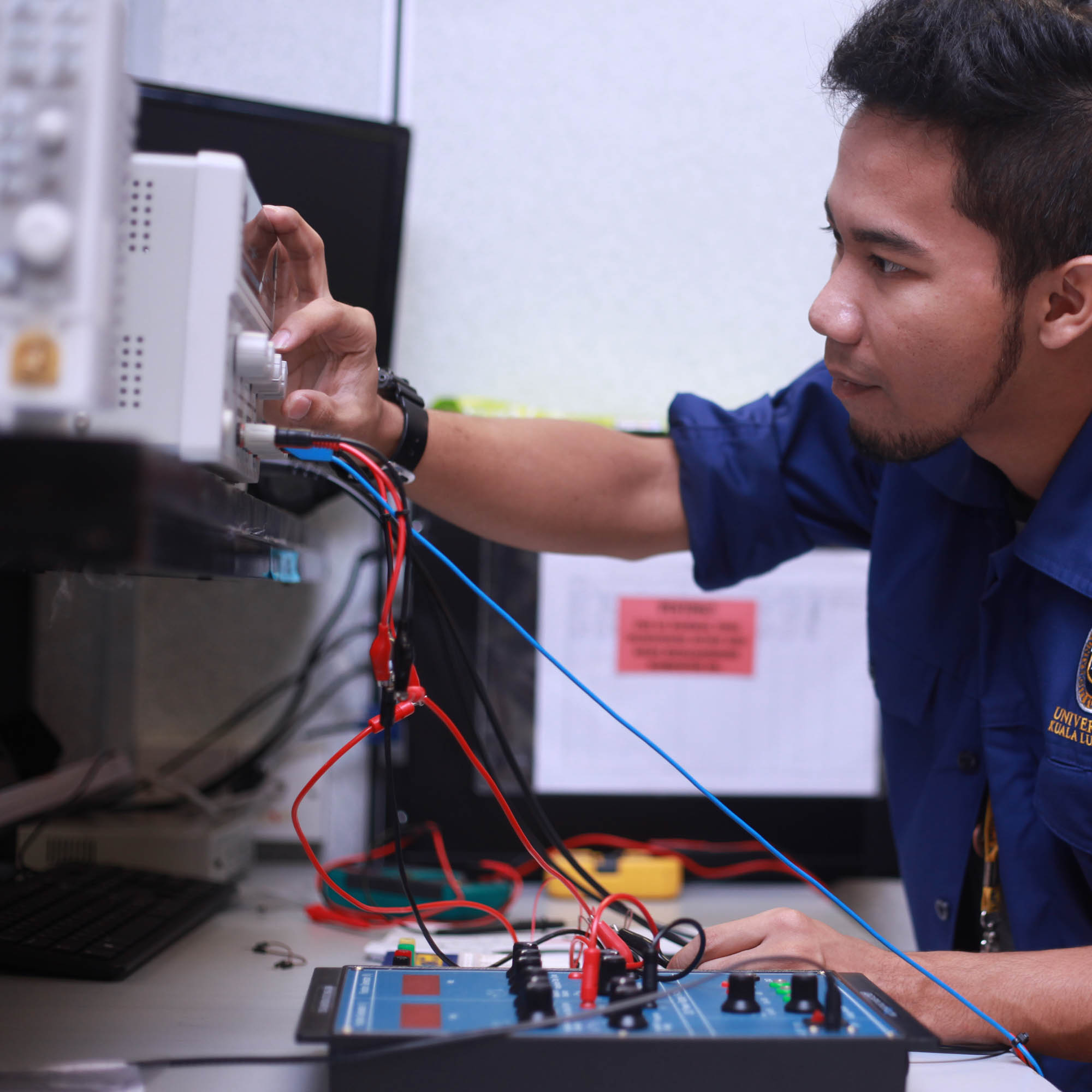 Diploma of Engineering Technology in Electrical and Electronics (Marine)